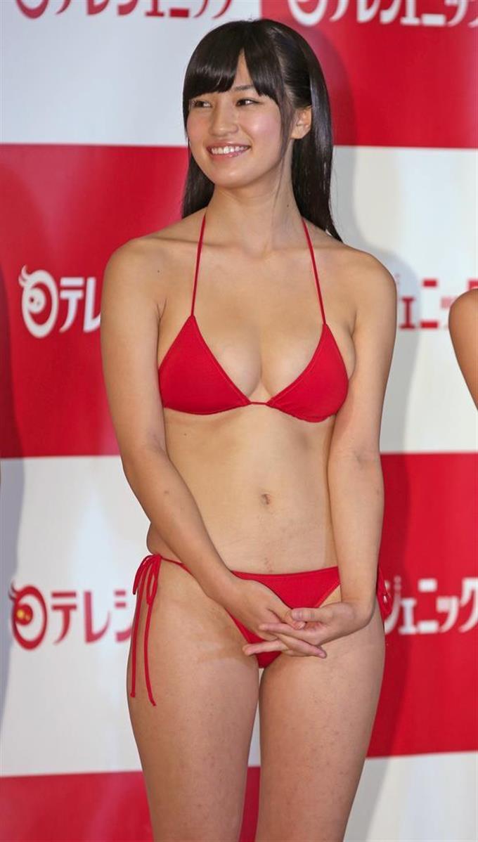 【赤水着を着た美女画像】新年からおめでたい感じの赤水着を着た美女エロ画像 71