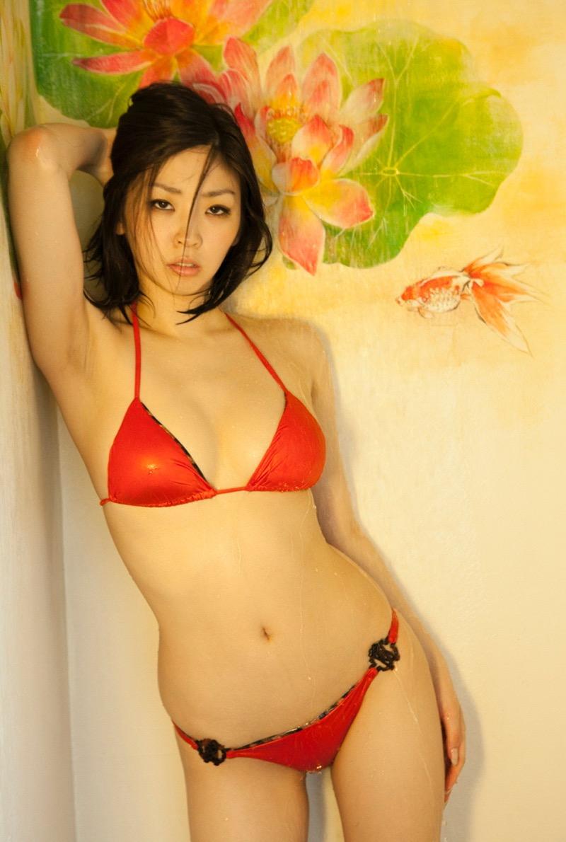 【赤水着を着た美女画像】新年からおめでたい感じの赤水着を着た美女エロ画像 77