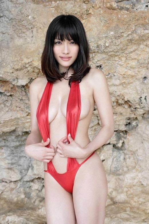 【赤水着を着た美女画像】新年からおめでたい感じの赤水着を着た美女エロ画像 79