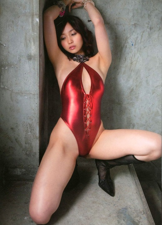 【赤水着を着た美女画像】新年からおめでたい感じの赤水着を着た美女エロ画像 80