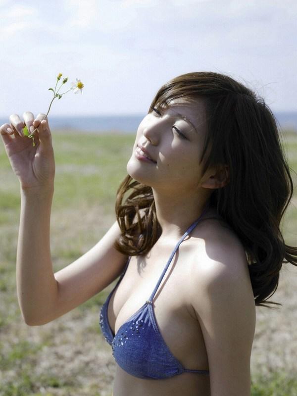 【岩﨑名美グラビア画像】スレンダー美脚ボディが綺麗なモグラ女子の水着姿 33