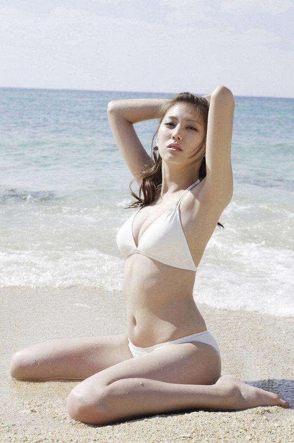 【岩﨑名美グラビア画像】スレンダー美脚ボディが綺麗なモグラ女子の水着姿 65