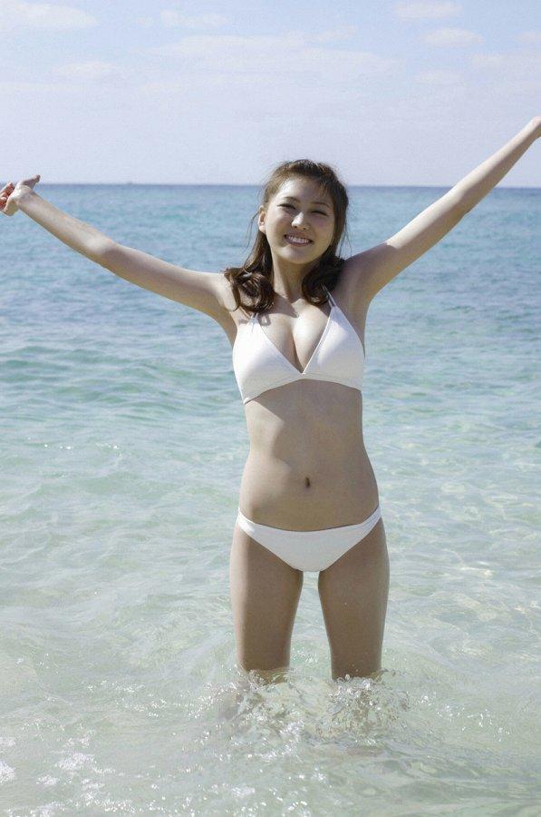 【岩﨑名美グラビア画像】スレンダー美脚ボディが綺麗なモグラ女子の水着姿 67