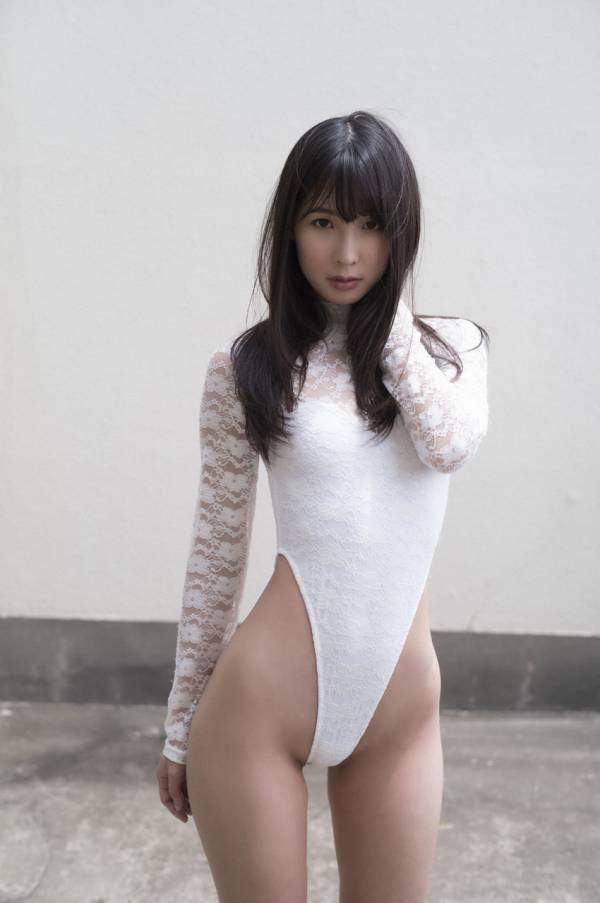【川崎あやグラビア画像】くびれ腰に巨尻のボディラインがめちゃくちゃエロいハイレグ美女 12