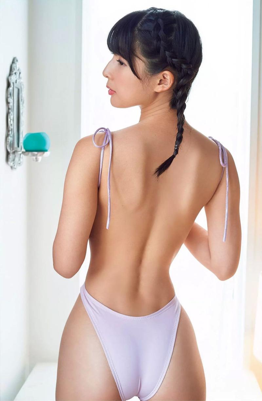 【川崎あやグラビア画像】くびれ腰に巨尻のボディラインがめちゃくちゃエロいハイレグ美女 15