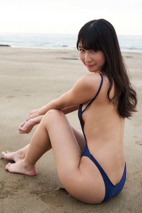 【川崎あやグラビア画像】くびれ腰に巨尻のボディラインがめちゃくちゃエロいハイレグ美女 22