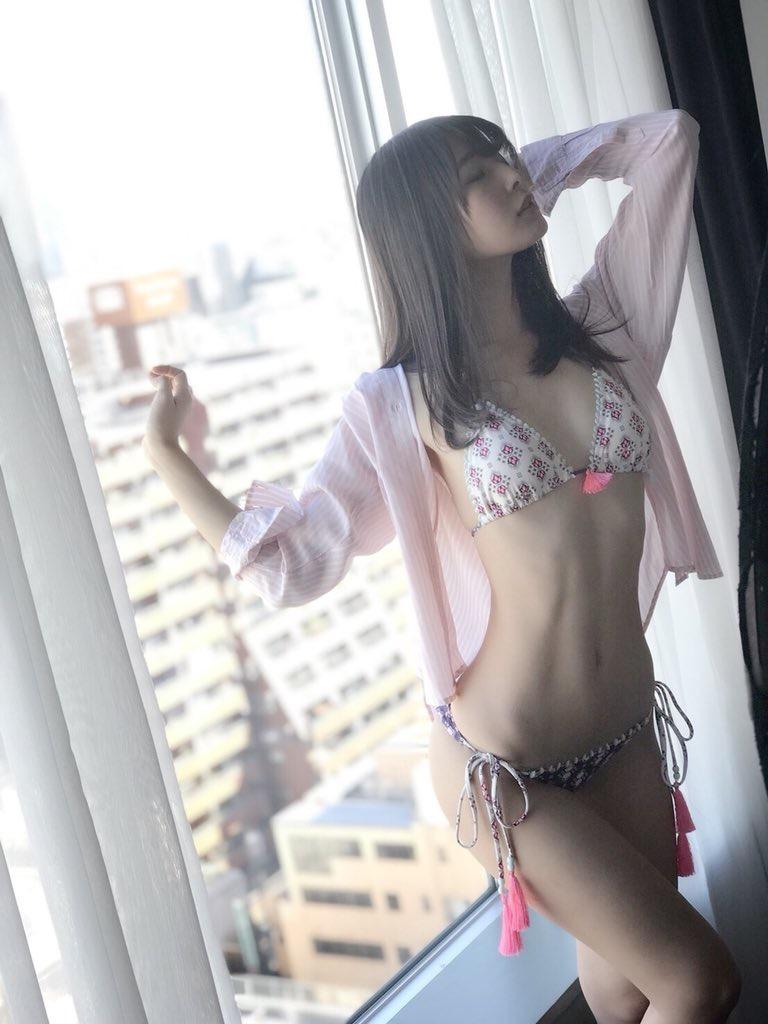 【川崎あやグラビア画像】くびれ腰に巨尻のボディラインがめちゃくちゃエロいハイレグ美女 26
