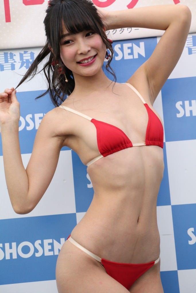 【川崎あやグラビア画像】くびれ腰に巨尻のボディラインがめちゃくちゃエロいハイレグ美女 47