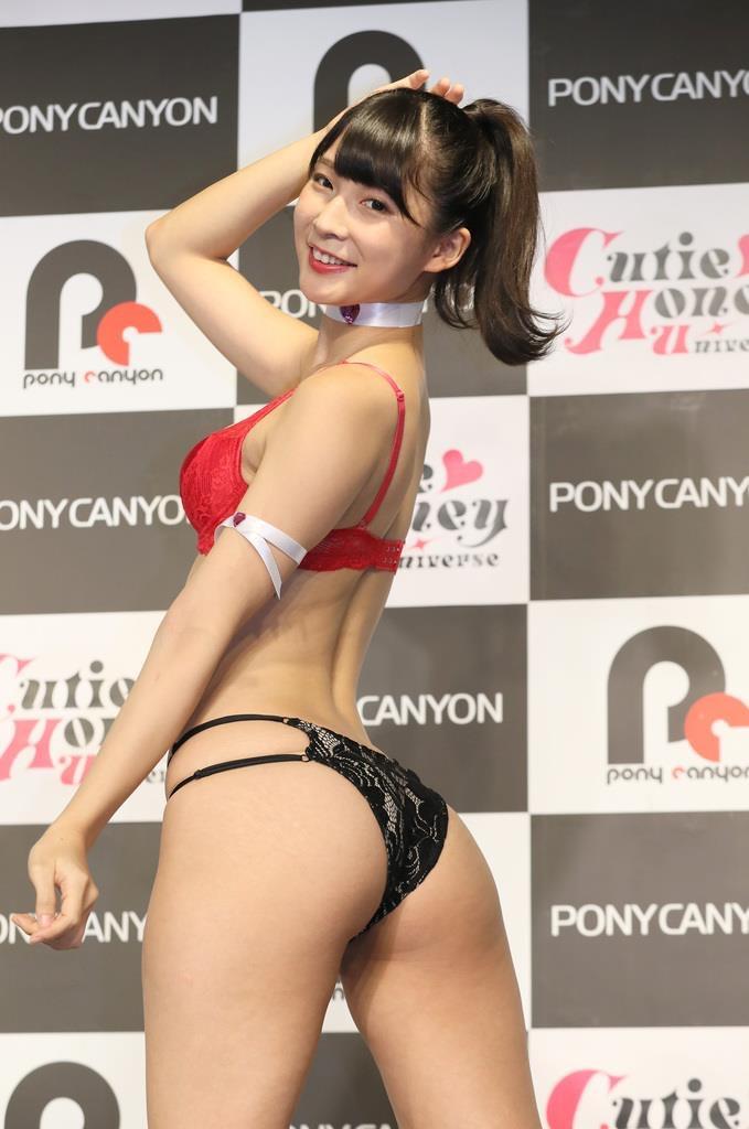 【川崎あやグラビア画像】くびれ腰に巨尻のボディラインがめちゃくちゃエロいハイレグ美女 49