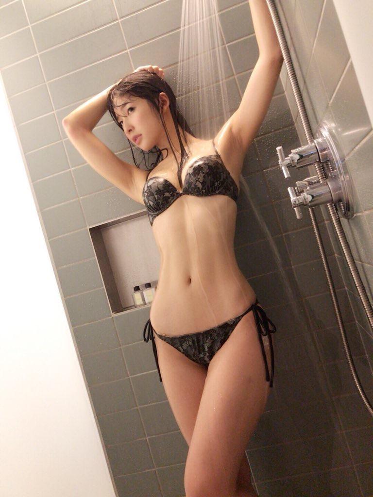 【川崎あやグラビア画像】くびれ腰に巨尻のボディラインがめちゃくちゃエロいハイレグ美女 56