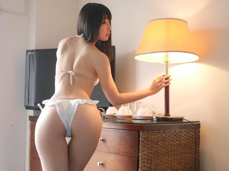 【川崎あやグラビア画像】くびれ腰に巨尻のボディラインがめちゃくちゃエロいハイレグ美女 76