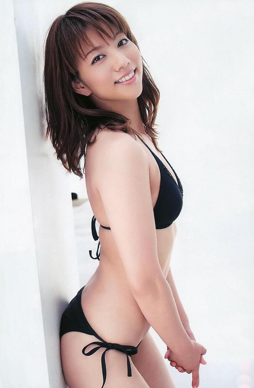 【甲斐まり恵グラビア画像】色気が滲み出ているセクシーな三十路女優のエロ画像 06