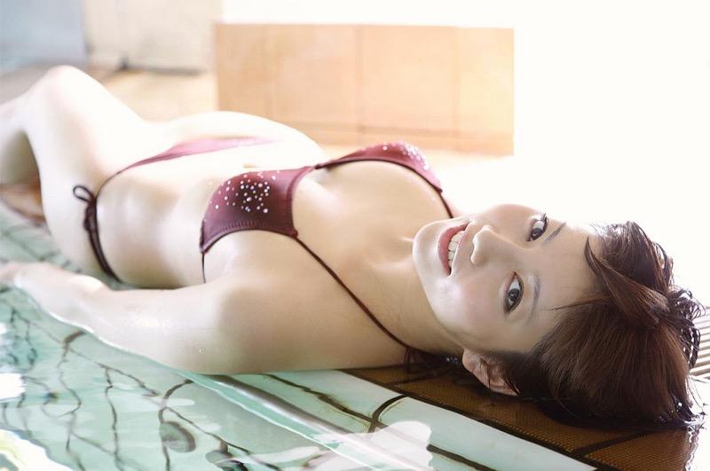 【甲斐まり恵グラビア画像】色気が滲み出ているセクシーな三十路女優のエロ画像 16