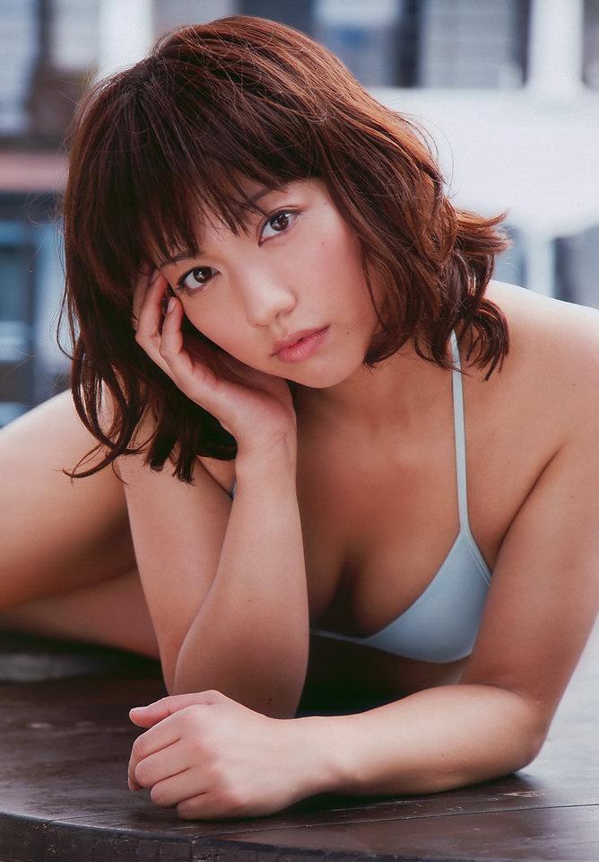 【甲斐まり恵グラビア画像】色気が滲み出ているセクシーな三十路女優のエロ画像 23