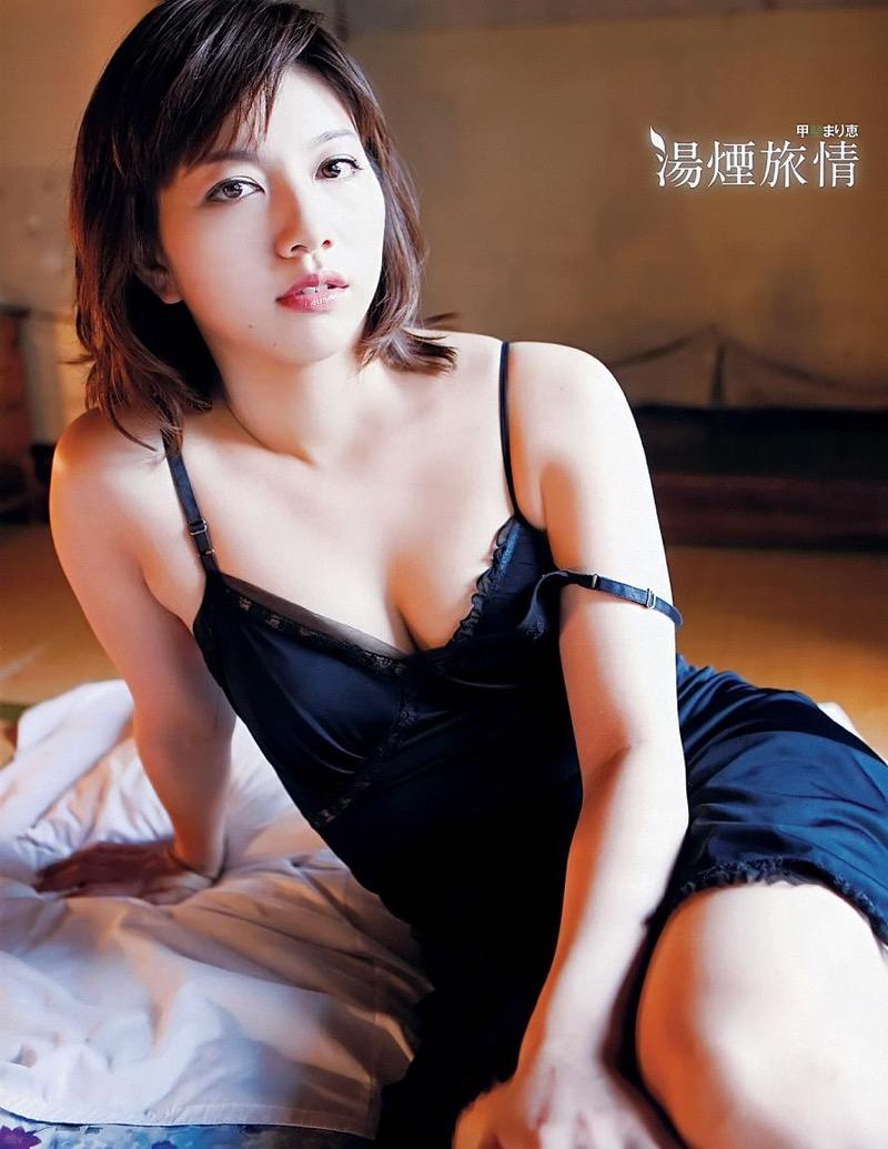 【甲斐まり恵グラビア画像】色気が滲み出ているセクシーな三十路女優のエロ画像 29