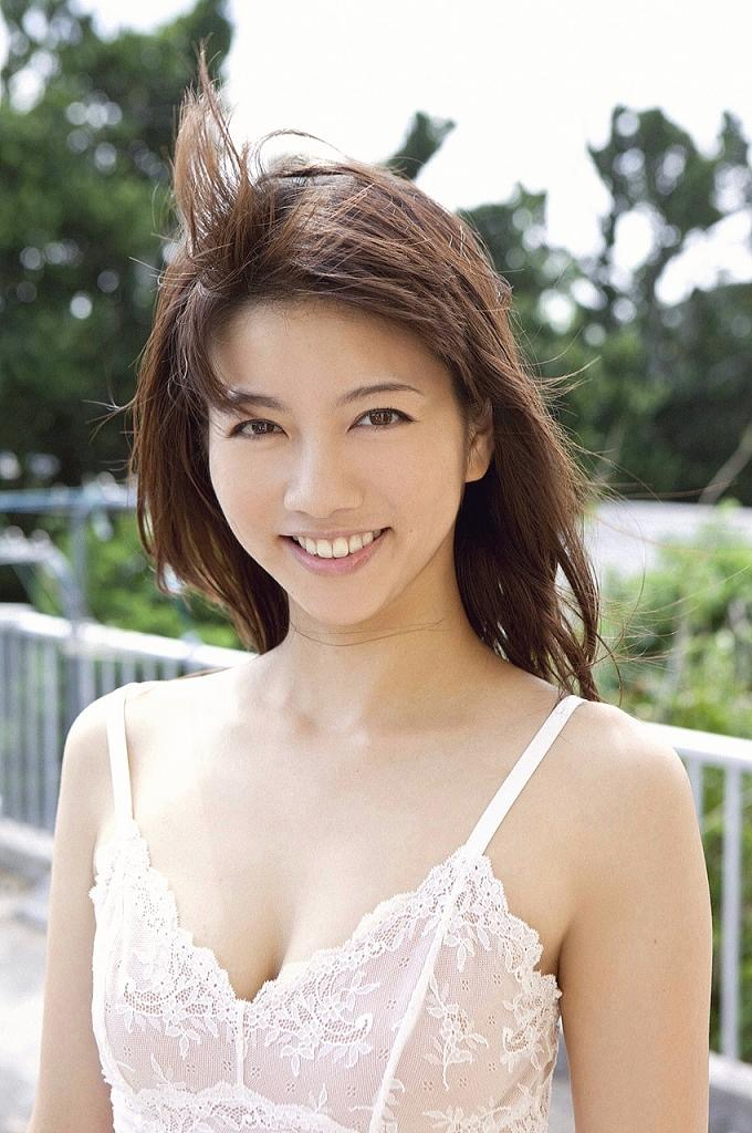 【甲斐まり恵グラビア画像】色気が滲み出ているセクシーな三十路女優のエロ画像 35