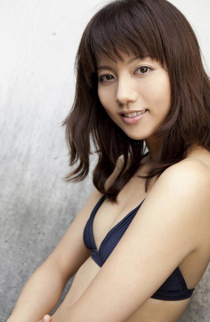 【甲斐まり恵グラビア画像】色気が滲み出ているセクシーな三十路女優のエロ画像 38