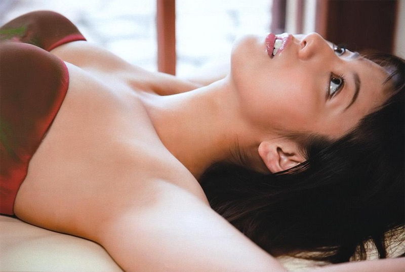 【甲斐まり恵グラビア画像】色気が滲み出ているセクシーな三十路女優のエロ画像 46