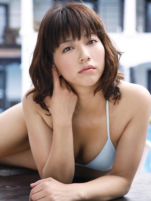【甲斐まり恵グラビア画像】色気が滲み出ているセクシーな三十路女優のエロ画像 49