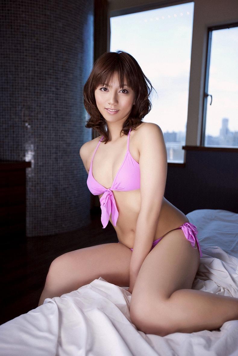 【甲斐まり恵グラビア画像】色気が滲み出ているセクシーな三十路女優のエロ画像 54