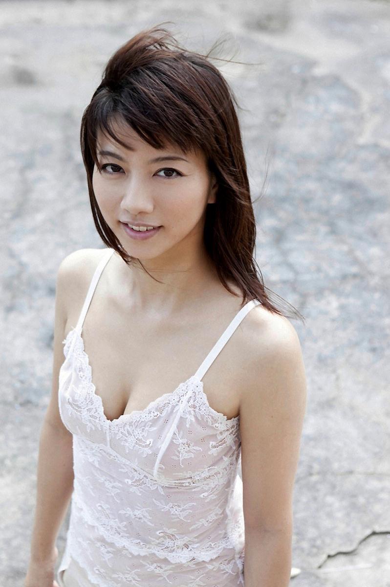 【甲斐まり恵グラビア画像】色気が滲み出ているセクシーな三十路女優のエロ画像 61