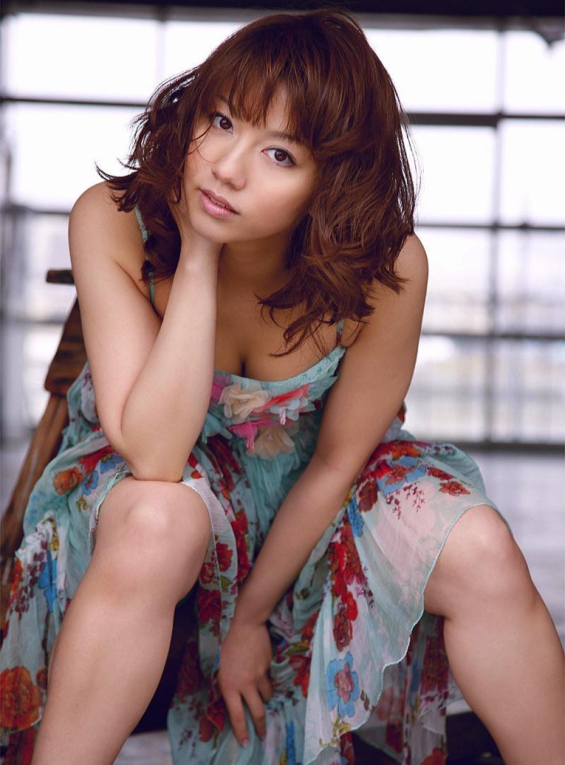 【甲斐まり恵グラビア画像】色気が滲み出ているセクシーな三十路女優のエロ画像 72