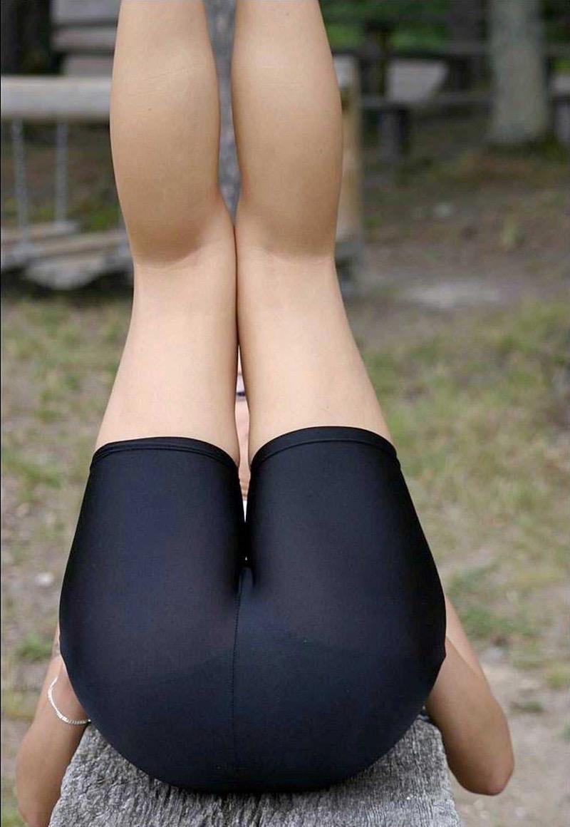 【着衣エロ画像】スパッツがお尻や股間にフィットしてマンスジまで判かっちゃう! 36