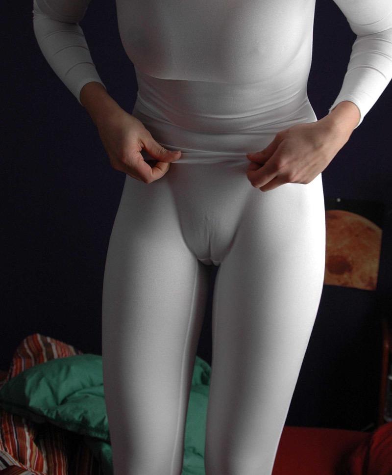【着衣エロ画像】スパッツがお尻や股間にフィットしてマンスジまで判かっちゃう! 40