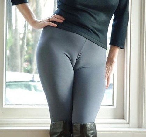 【着衣エロ画像】スパッツがお尻や股間にフィットしてマンスジまで判かっちゃう! 47