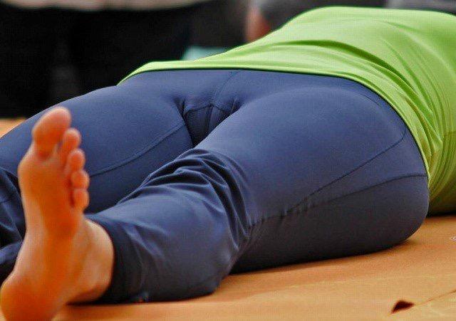 【着衣エロ画像】スパッツがお尻や股間にフィットしてマンスジまで判かっちゃう! 58
