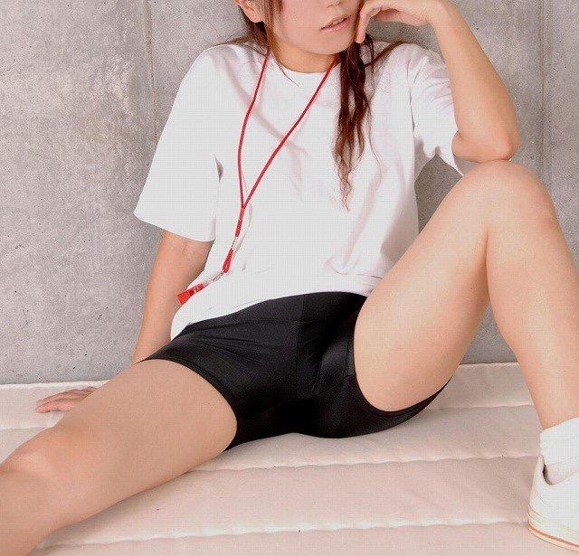 【着衣エロ画像】スパッツがお尻や股間にフィットしてマンスジまで判かっちゃう! 65