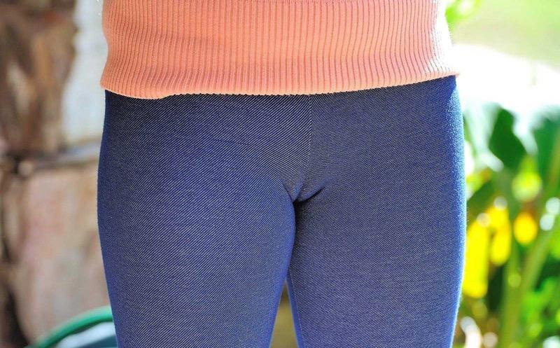 【着衣エロ画像】スパッツがお尻や股間にフィットしてマンスジまで判かっちゃう! 78