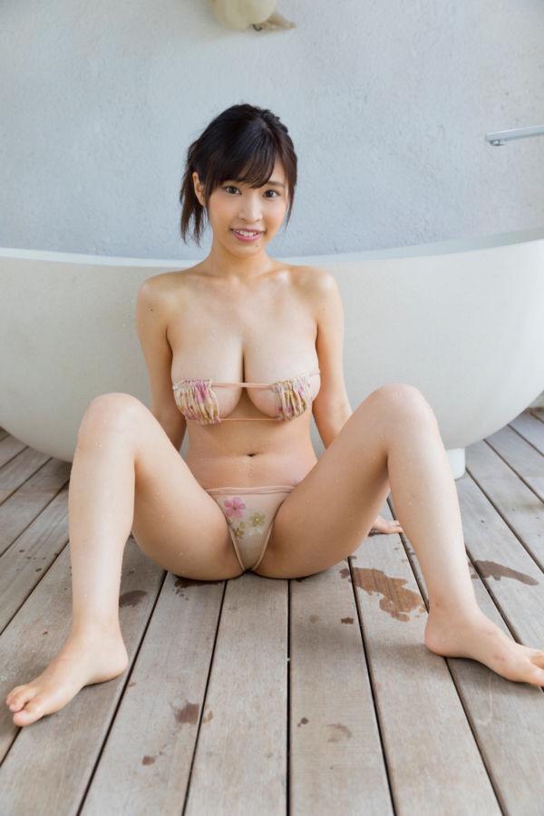 【M字開脚エロ画像】直ぐにでもオカズになっちゃうエッチな美女のM字開脚! 31