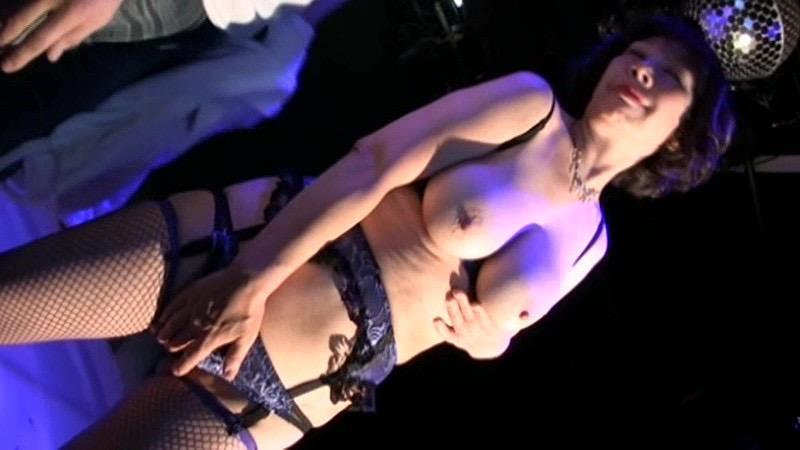 【アダルトの日エロ画像】日本や世界の美女が魅せるストリップ&ヌードショー! 17