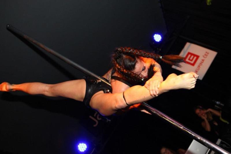 【アダルトの日エロ画像】日本や世界の美女が魅せるストリップ&ヌードショー! 54