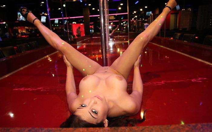 【アダルトの日エロ画像】日本や世界の美女が魅せるストリップ&ヌードショー! 71