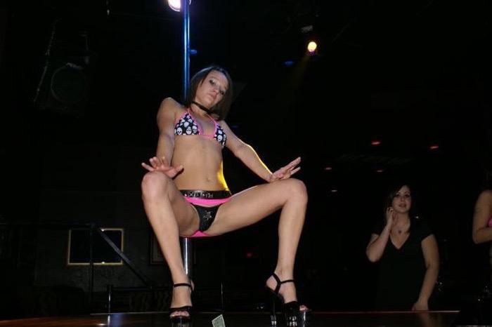 【アダルトの日エロ画像】日本や世界の美女が魅せるストリップ&ヌードショー! 74
