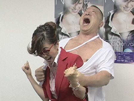 【ハプニング乳揉み画像】タレントがバラエティ企画でオッパイを揉まれちゃったエロ画像 58