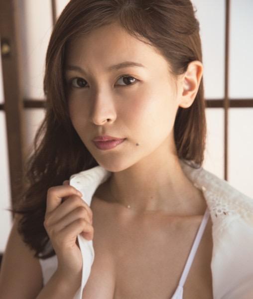 【和久井雅子グラビア画像】OLからグラビアアイドルに転身した平成最後の愛人系美女! 17