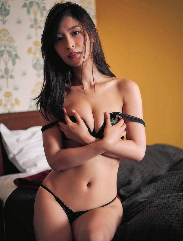 【和久井雅子グラビア画像】OLからグラビアアイドルに転身した平成最後の愛人系美女! 44