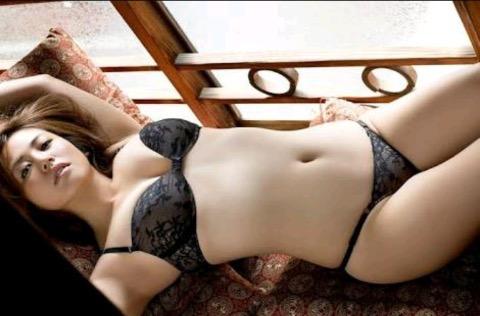 【30代グラドル美女画像】三十路のセクシーで艶めかしいグラビアアイドル美女画像 04
