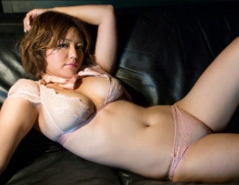 【30代グラドル美女画像】三十路のセクシーで艶めかしいグラビアアイドル美女画像 06