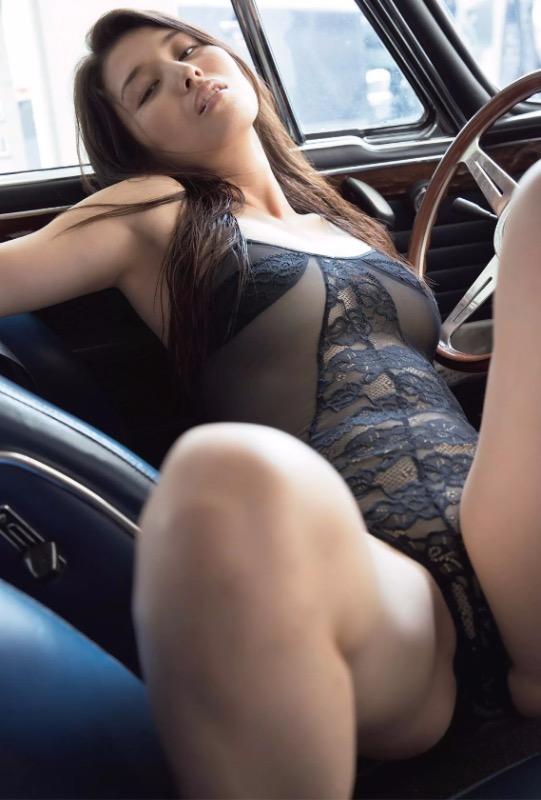 【30代グラドル美女画像】三十路のセクシーで艶めかしいグラビアアイドル美女画像 09