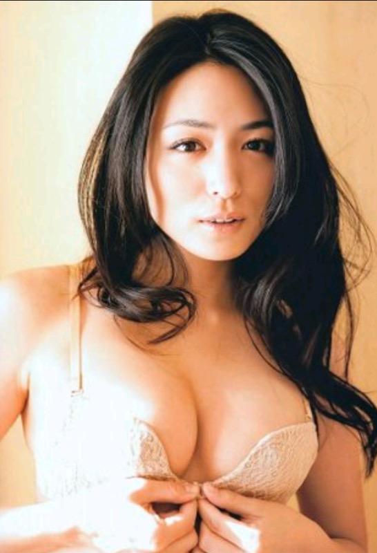 【30代グラドル美女画像】三十路のセクシーで艶めかしいグラビアアイドル美女画像 12