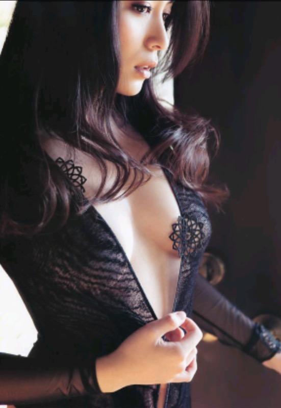 【30代グラドル美女画像】三十路のセクシーで艶めかしいグラビアアイドル美女画像 15