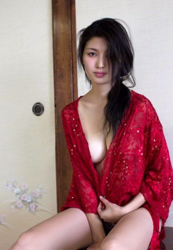 【30代グラドル美女画像】三十路のセクシーで艶めかしいグラビアアイドル美女画像 19