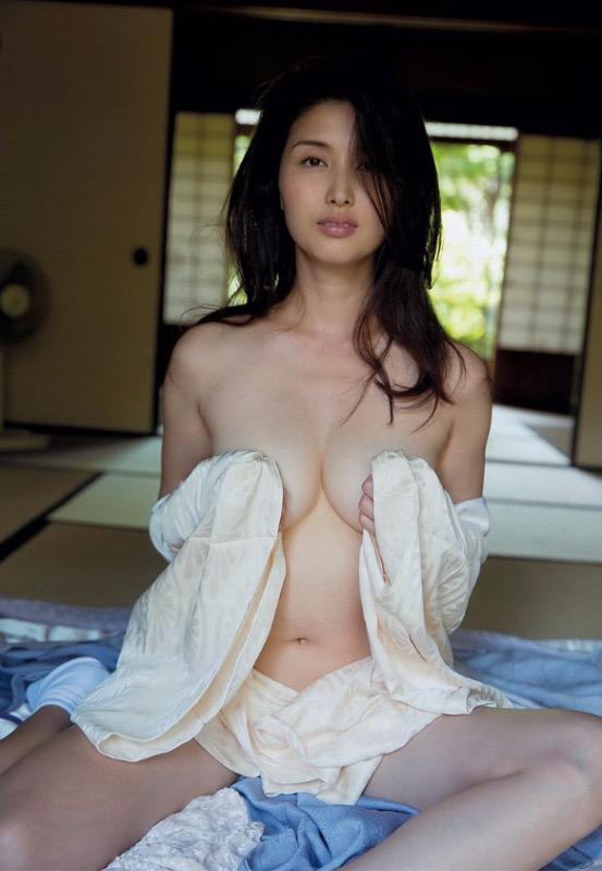 【30代グラドル美女画像】三十路のセクシーで艶めかしいグラビアアイドル美女画像 21