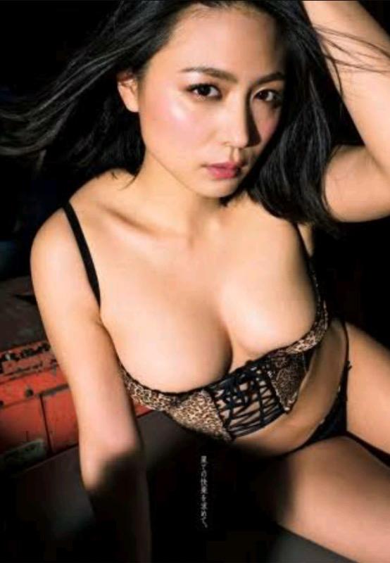 【30代グラドル美女画像】三十路のセクシーで艶めかしいグラビアアイドル美女画像 22