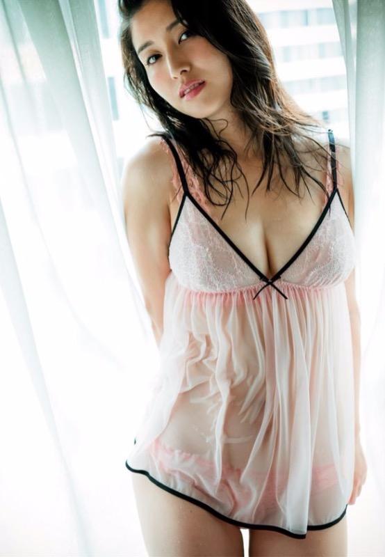 【30代グラドル美女画像】三十路のセクシーで艶めかしいグラビアアイドル美女画像 23
