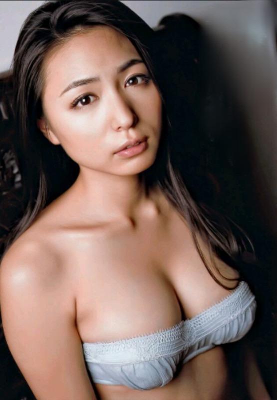 【30代グラドル美女画像】三十路のセクシーで艶めかしいグラビアアイドル美女画像 24